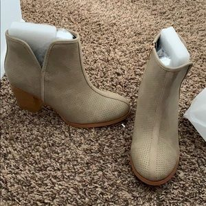 Shoes - Brand new nuede booties